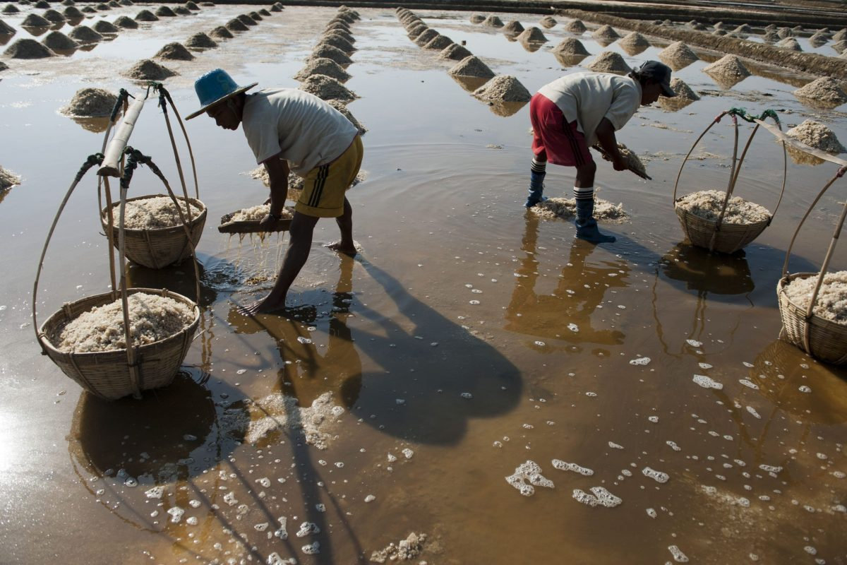 Myanmar men filtering the water for salt deposits from a pond in the village of Maekaye, Ngaputaw township, Irrawaddy Division. Photo: AFP / Ye Aung Thu
