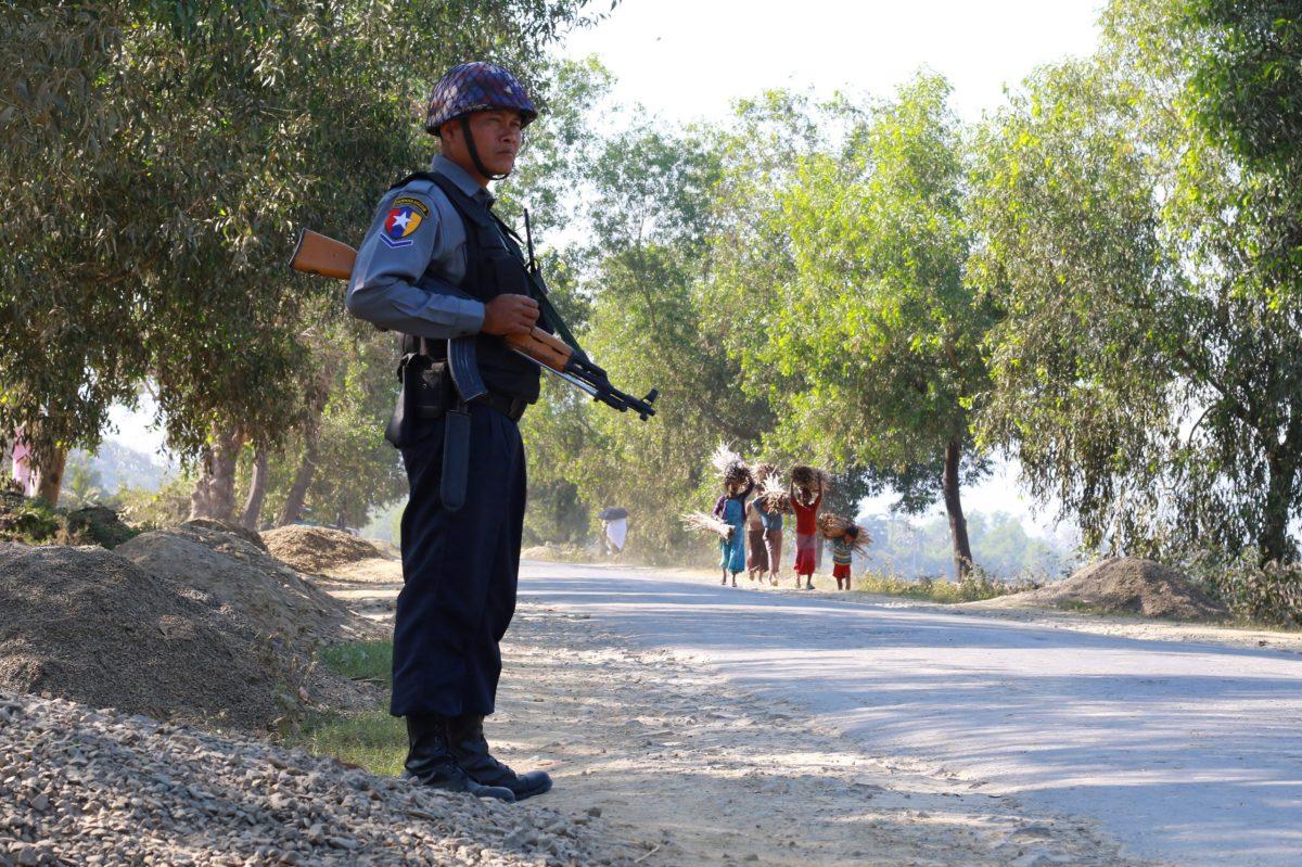 An armed Myanmar police officer in Rakhine State. Photo: AFP / KHINE HTOO MRAT