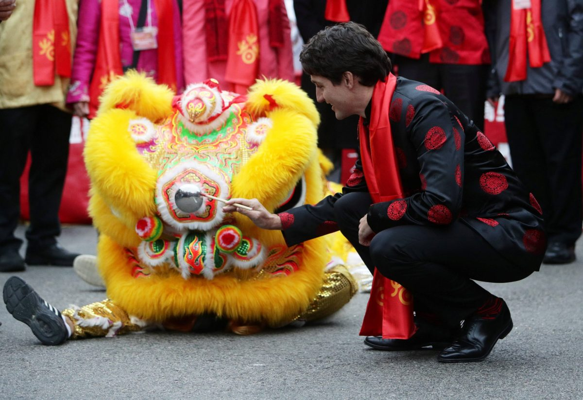 Canada's Prime Minister Justin Trudeau performs the eye-dotting on a lion dance costume at a Chinese New Year parade in Vancouver, Canada January 29, 2017. Photo: Reuters/Ben Nelms