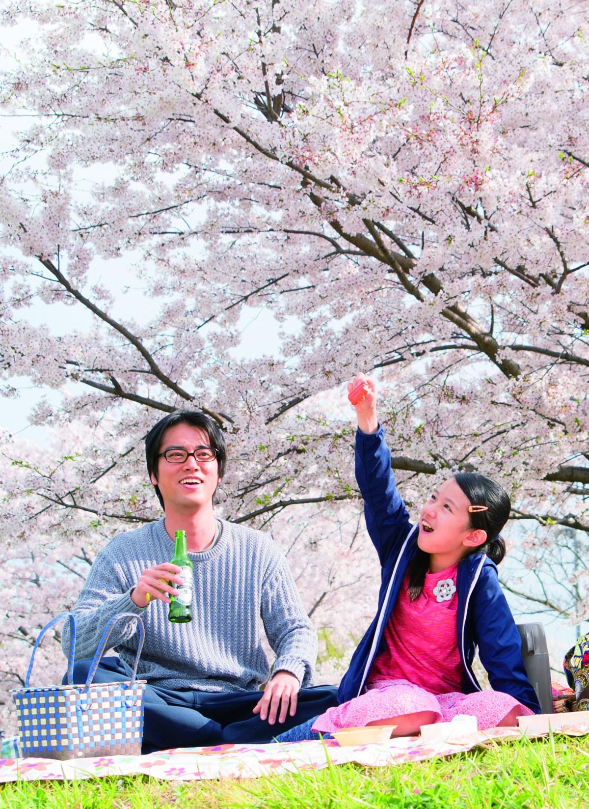 Kenta Kiritani (left) and Rinka Kakihara in the film Close-Knit.  Photo: FEFF
