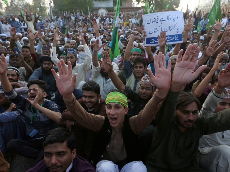 Supporters of the religious party Jamat Ehl-e-Sunnat chant slogans to condemn a suicide blast at the tomb of Sufi saint Syed Usman Marwandi in Karachi. Photo: Akhtar Soomro, Reuters