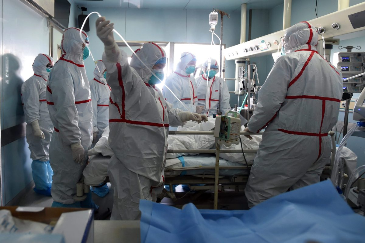 This February 12, 2017 photo shows an H7N9 bird flu patient being treated in a hospital in Wuhan, central China's Hubei province. AFP
