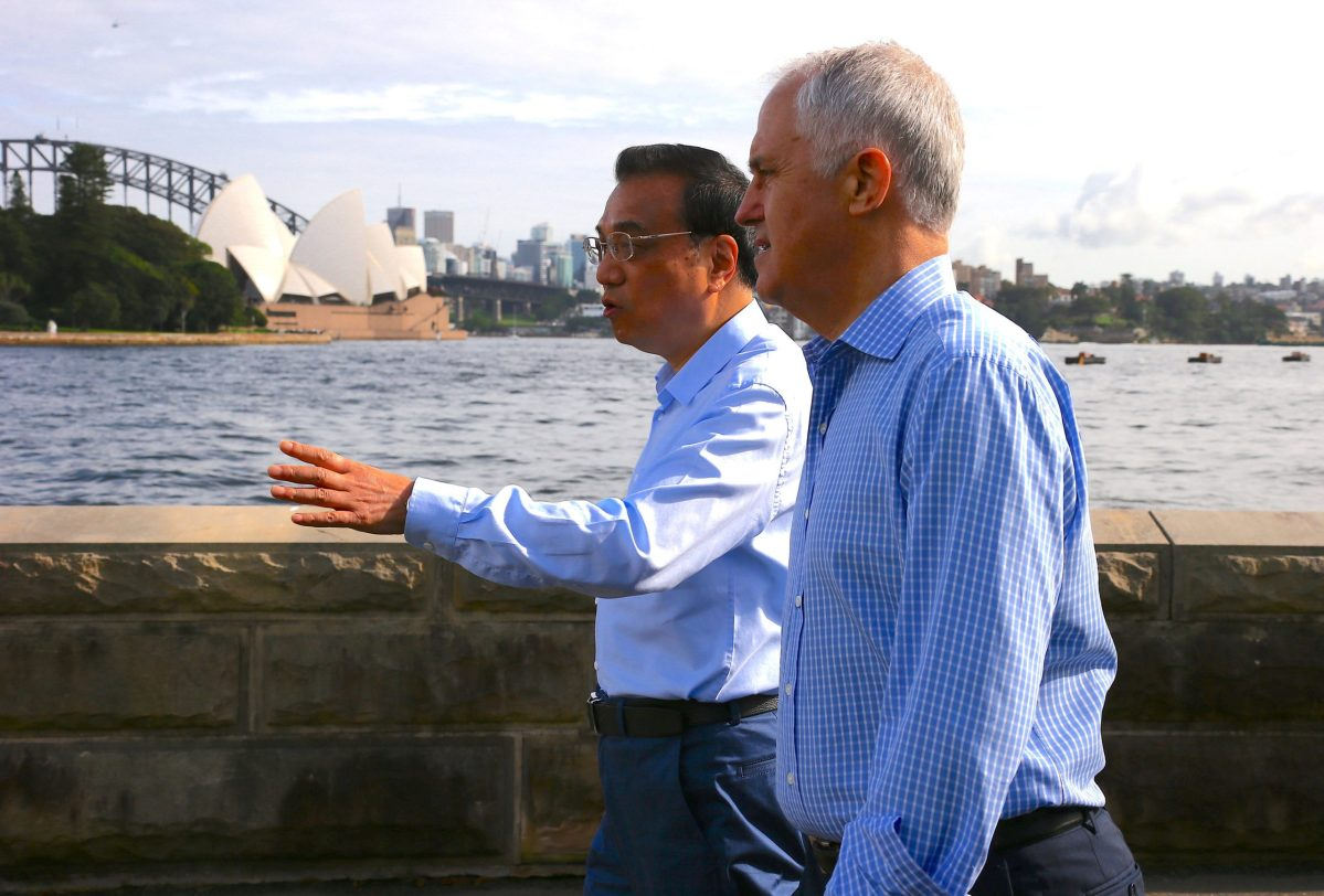 Australia's Prime Minister Malcolm Turnbull walks with Chinese Premier Li Keqiang along the Sydney Harbour foreshore in front of the Opera House. Photo:  Reuters/David Gray