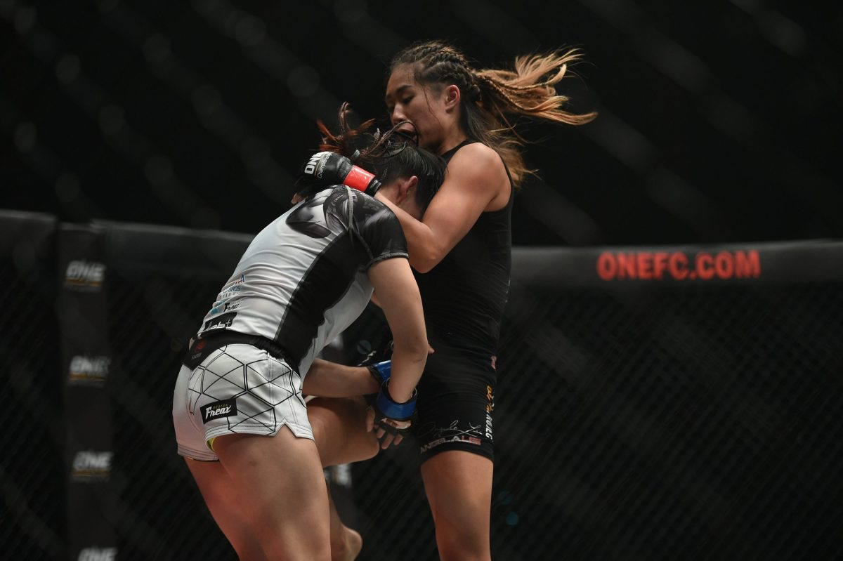 Angela Lee (right) on the way to defending her ONE world atomweight title against Taiwan's Jenny Huang in Bangkok on Saturday night. Photo: David Ash/SingaporeMaven