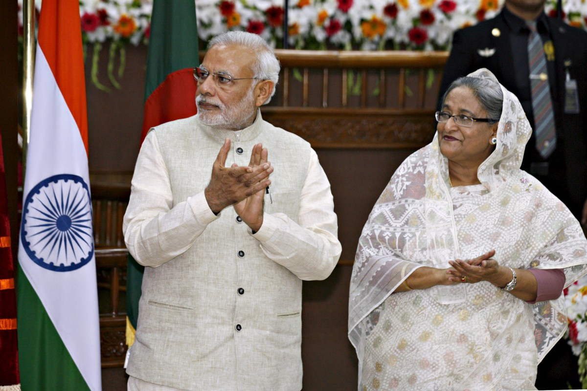India's Prime Minister Narendra Modi (L) and his Bangladeshi counterpart Sheikh Hasina. Photo: Reuters, Rafiqur Rahman