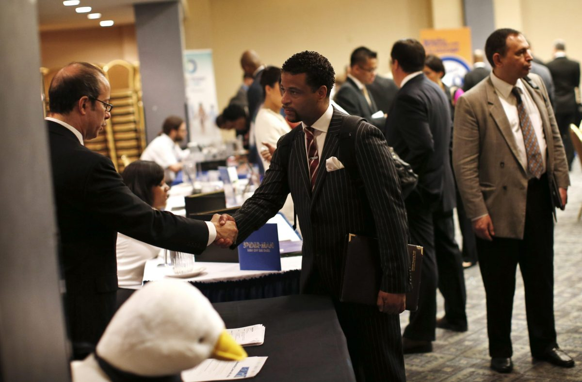 A job seeker (R) meets with a prospective employer at a career fair in New York City. Photo: Reuters, Mike Segar