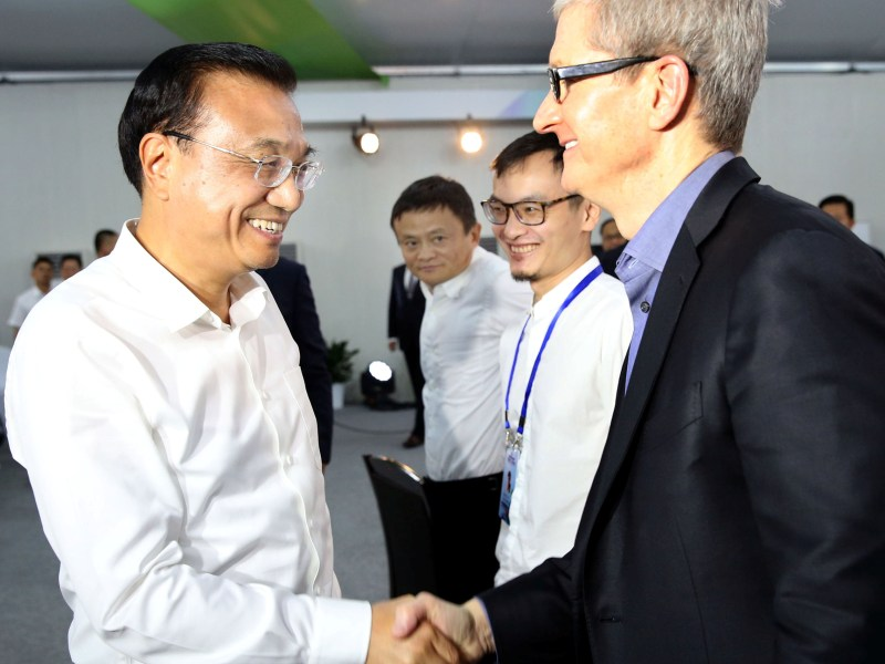 China's Premier Li Keqiang (left) shakes hands with Apple's chief executive Tim Cook. Photo: China Daily via Reuters