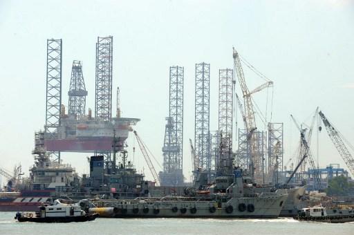 Oil and gas drilling platform in Singapore. Photo: Roslan Rahman