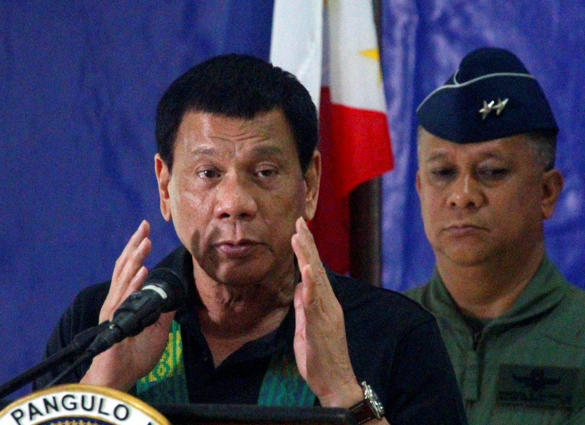 Philippine President Rodrigo Duterte speaks before soldiers during a visit to a military camp in southern Philippines, January 27, 2017. Photo: Reuters/Marconi Navales