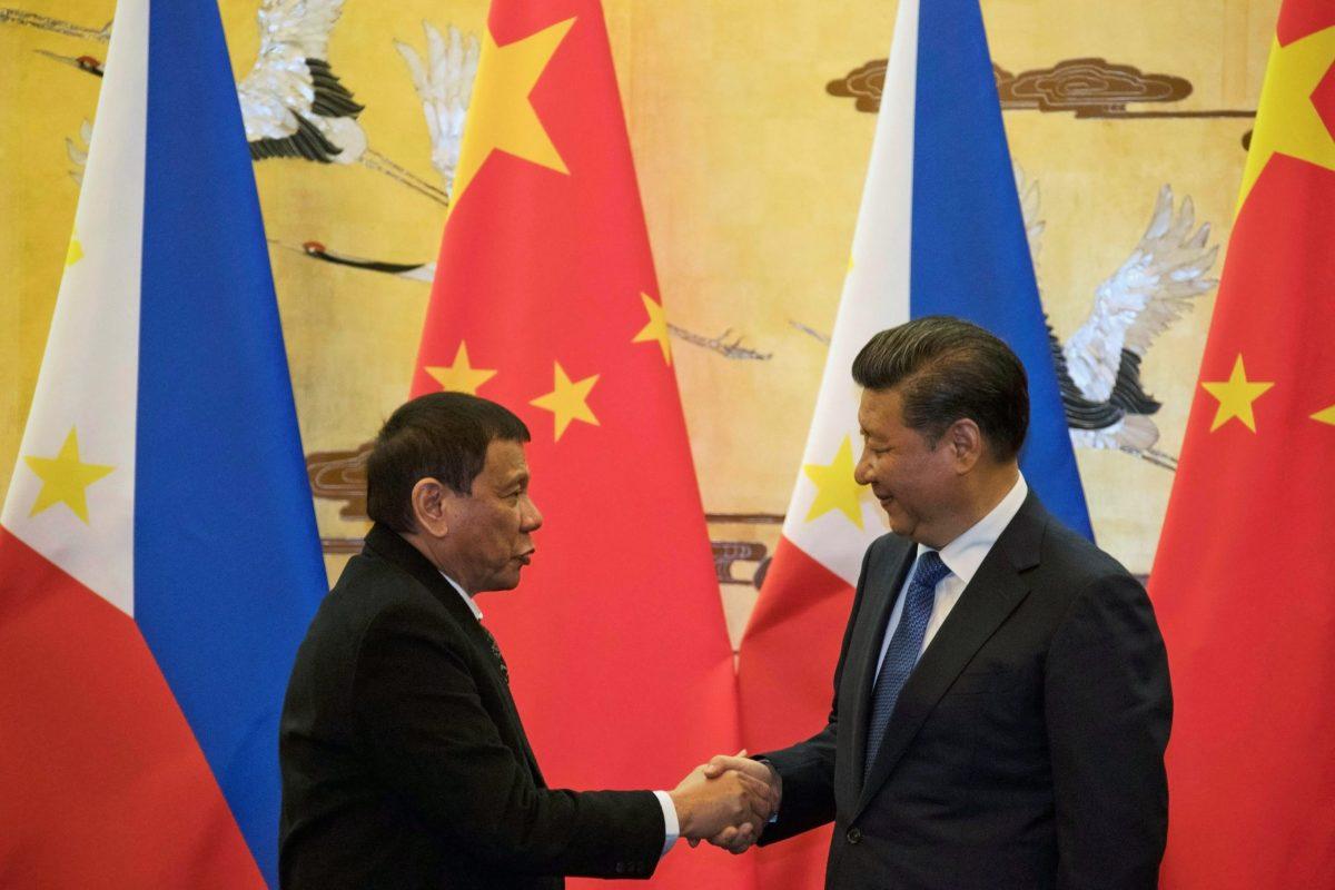 Philippines President Rodrigo Duterte (L) and Chinese President Xi Jinping. Photo: Reuters
