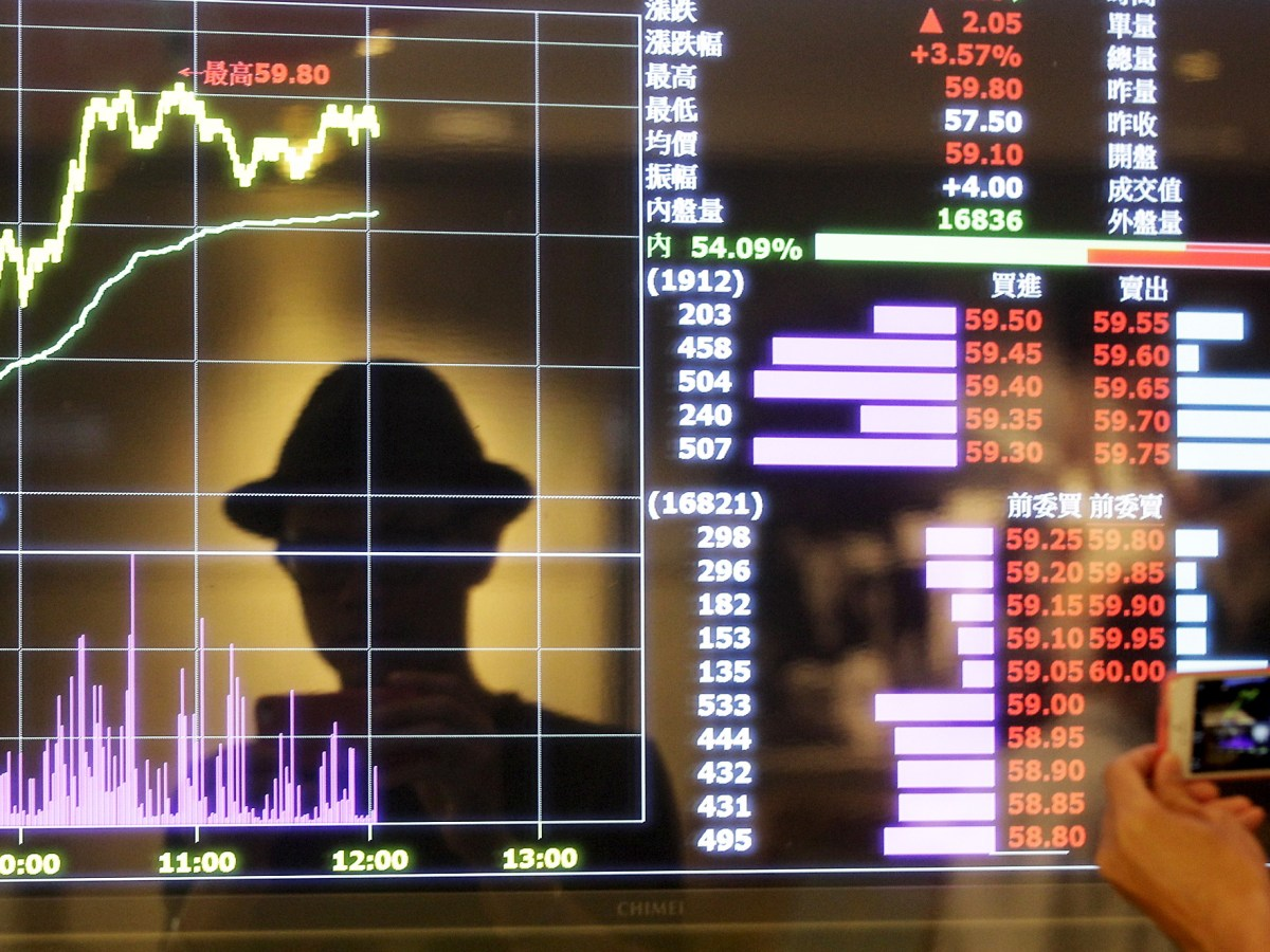 A screen shows stock market prices inside a brokerage in Taipei, Taiwan. Photo: Reuters / Pichi Chuang