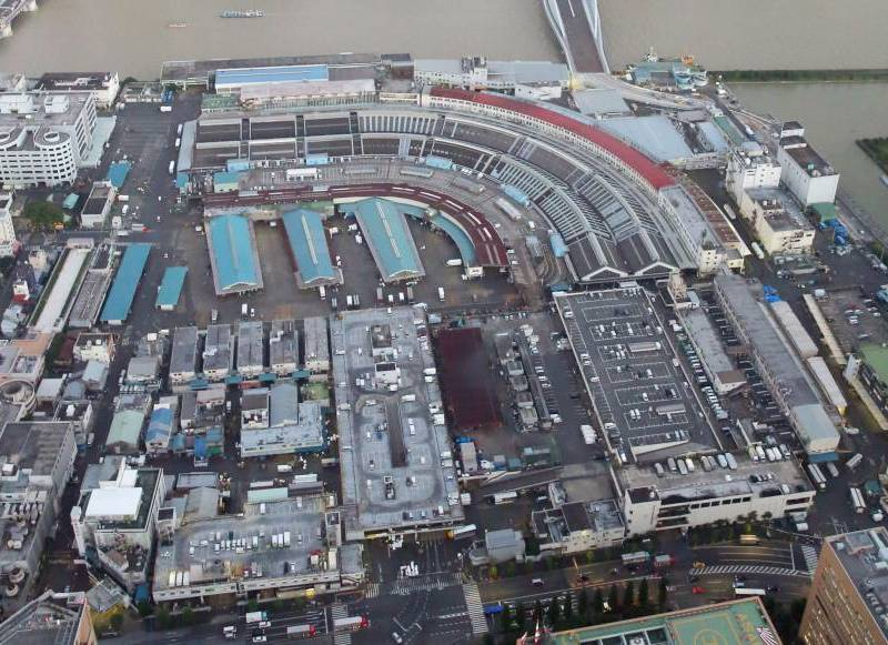 An aerial view of the current Tsukiji fish market in Tokyo.  Photo: Kyodo News.