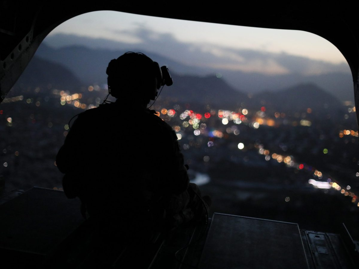 A US Army serviceman sits on the tailgate of a helicopter in the Afghan capital Kabul on April 24, 2017. Photo: AFP