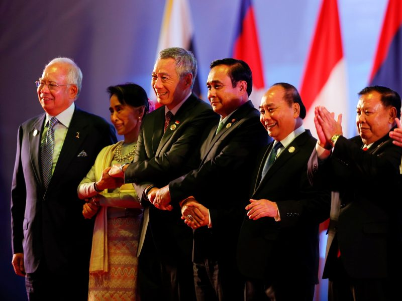 (From L to R) Malaysia's Prime Minister Najib Razak, Myanmar leader Aung San Suu Kyi, Singapore's Prime Minister Lee Hsien Loong, Thailand's Prime Minister Prayuth Chan-ocha, Vietnamese Prime Minister Nguyen Xuan Phuc and Laos President Bounnhang Vorachith attend the opening ceremony of ASEAN Summit in Vientiane, Laos September 6, 2016. Photo: Reuters/Jorge Silva