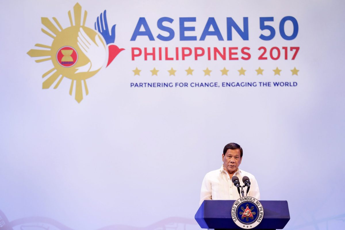 Philippine President Rodrigo Duterte speaks during the opening ceremony of the 30th ASEAN Summit in Manila, Philippines, 29 April 2017. REUTERS/Mark Crisanto/Pool - RTS14FAC