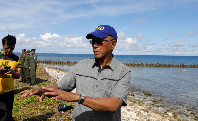 Filipino Defence Secretary Delfin Lorenzana talks to reporters in Philippine occupied Thitu Island in the Spratly Islands at disputed South China Sea, April 21, 2017.   REUTERS/Erik De Castro - RTS139QV