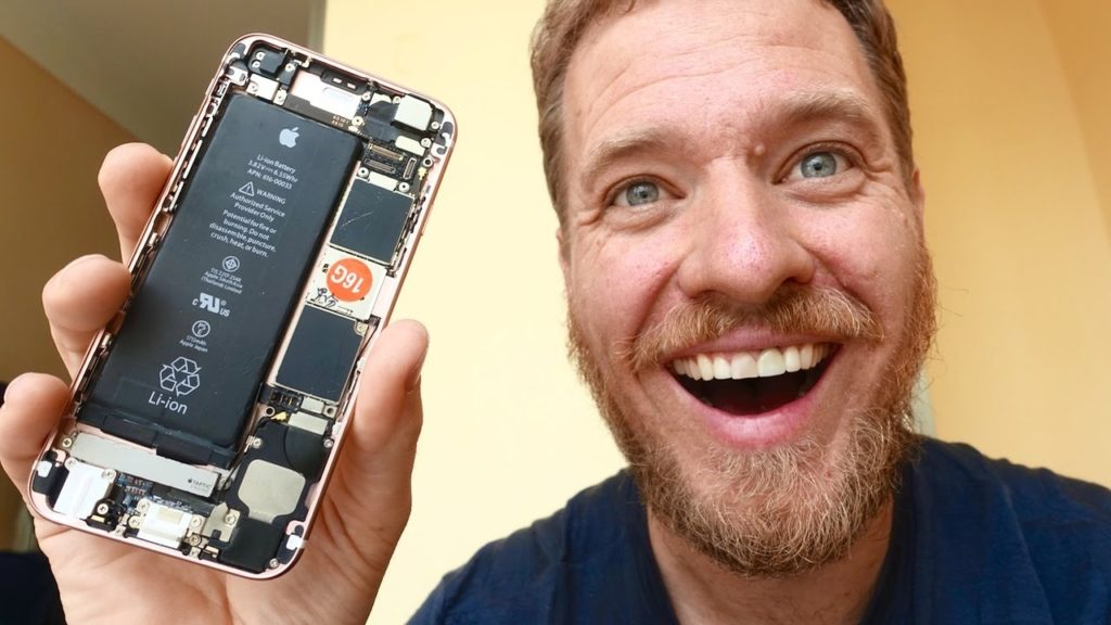 Former Google software engineer Scotty Allen made an iPhone 6s from spare parts he collected in the Huaqiangbei electronics district of Shenzhen.