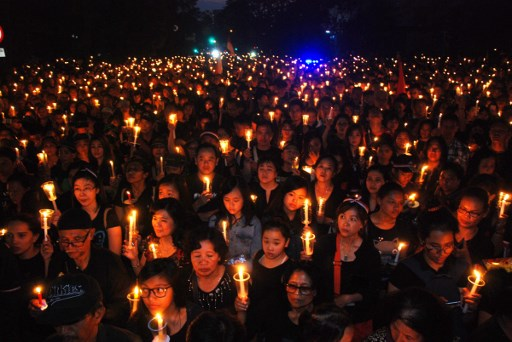 """Protesters hold up a lighted candles to show solidarity for the release of Jakarta's governor Basuki Tjahaja Purnama better known as """"Ahok."""" Photo: AFP/ Timur Matahari"""