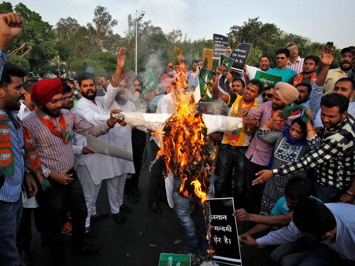 People shout slogans and burn an effigy with posters of Pakistani Prime Minister Nawaz Sharif and Pakistan's army chief Lieutenant General Qamar Javed, during a protest against the killing of two Indian soldiers who were patrolling the de facto border in the disputed Kashmir region on Monday, in Chandigarh, India. Photo: Reuters