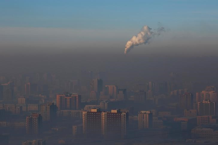 Emissions from a power plant chimney rise over Ulaanbaatar, Mongolia. Photo: Reuters/B. Rentsendorj