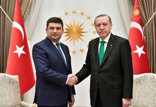 Turkish President Recep Tayyip Erdogan (R) meets Prime Minister of Ukraine Volodymyr Groysman in Ankara, Turkey on March 14, 2017. Photo: AFP, Anadolu Agency
