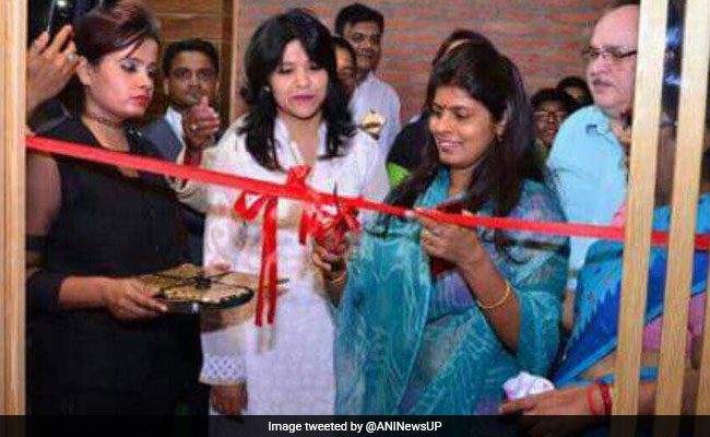 BJP Minister Swati Singh opens a beer bar in Lucknow. Photo:  ANN via NDTV