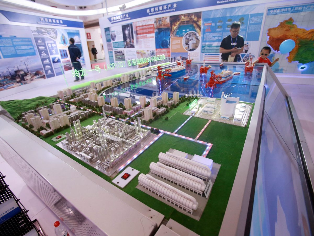 Visitors look at a model of Linglong One (ACP1000), a nuclear reactor developed by the China National Nuclear Corporation (CNNC), at an expo in Beijing, China April 29, 2017. Photo: Reuters