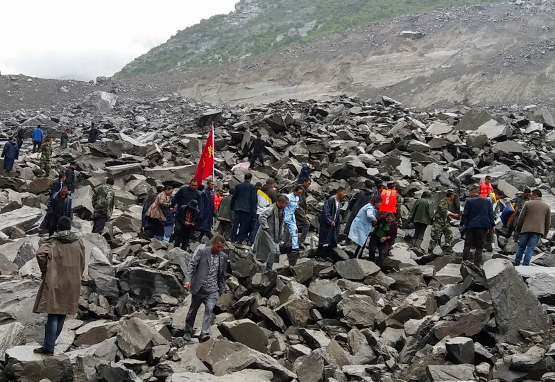 People search for survivors at the site of a landslide that destroyed some 40 households, where more than 100 people are feared to be buried, according to local media reports, in Xinmo Village, China June 24, 2017. Photo: Reuters