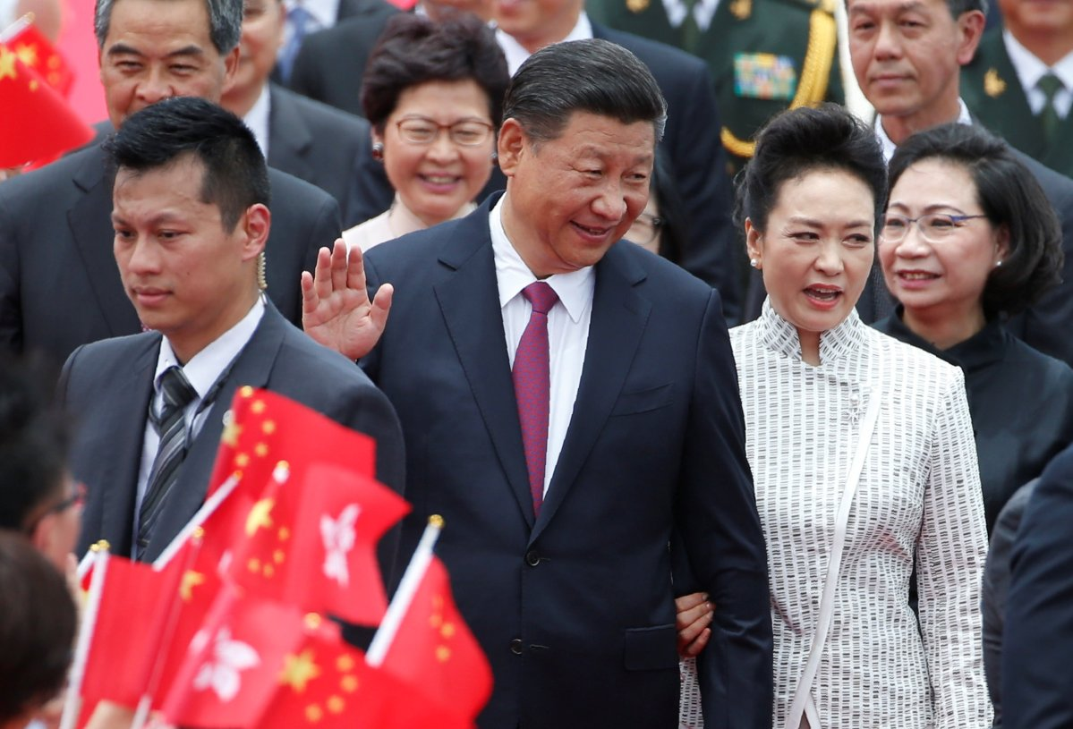 Chinese President Xi Jinping and his wife Peng Liyuan arrive at Hong Kong's airport. Photo: Reuters / Bobby Yip