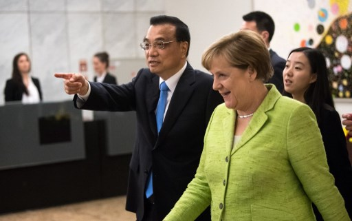 Chinese Premier Li Keqiang and German Chancellor Angela Merkel leaving the German-Chinese forum Innovation Gemeinsam Gestalten in Berlin on Thursday. Photo: DPA/Bernd von Jutrczenka