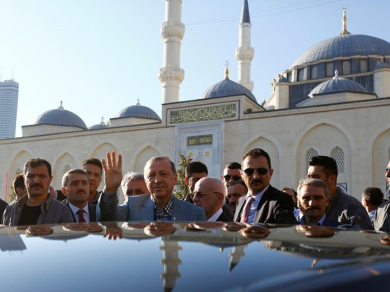Turkey's President Recep Tayyip Erdogan greets his supporters as he leaves a mosque after the Eid al-Fitr prayers in Istanbul, Turkey, June 25, 2017. Photo: Reuters