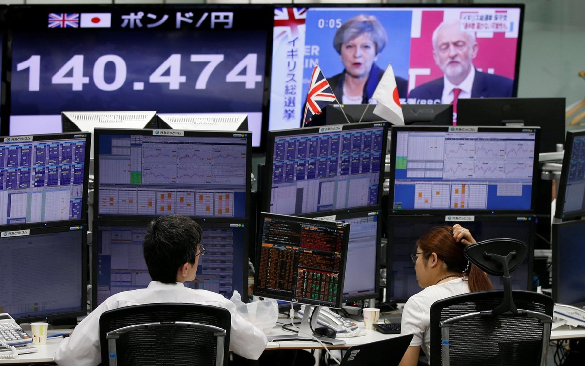 Tokyo foreign exchange traders watch monitors showing news of Britain's general election and the Japanese yen's exchange rate against the British pound on June 9, 2017. Photo: Reuters