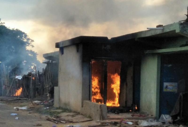 Cow vigilantes set fire to a Muslim man's house in  Beria Hatiatand village in Jharkhand's Giridih district. Photo: Hindustan Times
