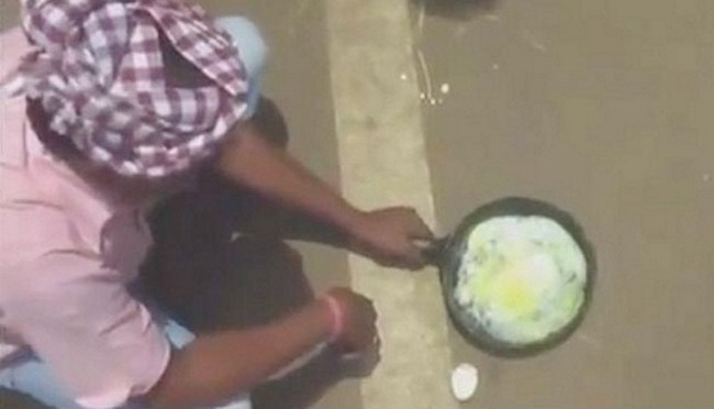 Villager cooks an egg on a sizzling Odisha road. Photo: India Times