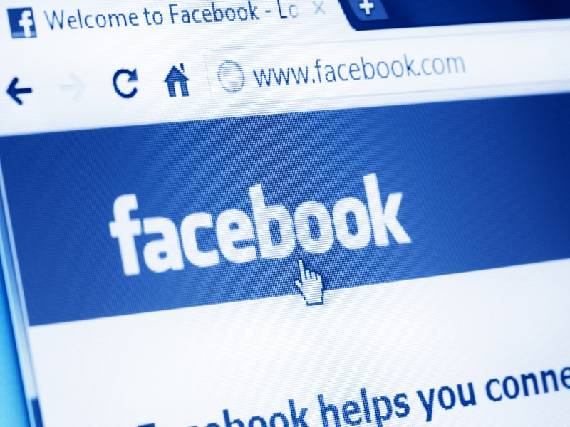 Facebook users came to the financial rescue when a vada vendor in Coimbatore lost his foot. Photo: iStock