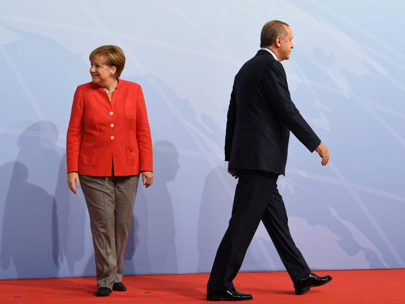 German Chancellor Angela Merkel (left) and Turkey's President Recep Tayyip Erdogan at the beginning of the G20 summit in Hamburg, Germany, July 7, 2017. Photo: Reuters / Bernd Von Jutrczenka