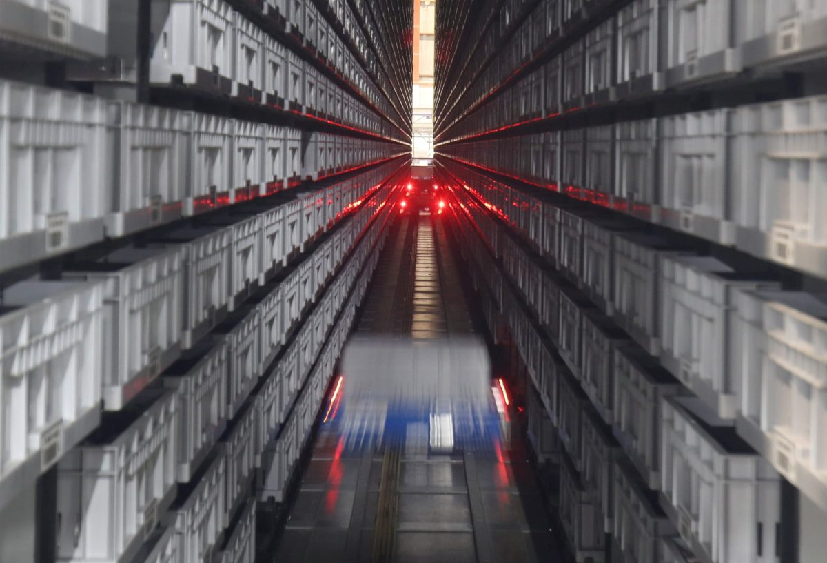 An automated robots fetch merchandise from aisles at the Hudson's Bay Company distribution centre in Toront. Photo: Reuters/Fred Thornhill