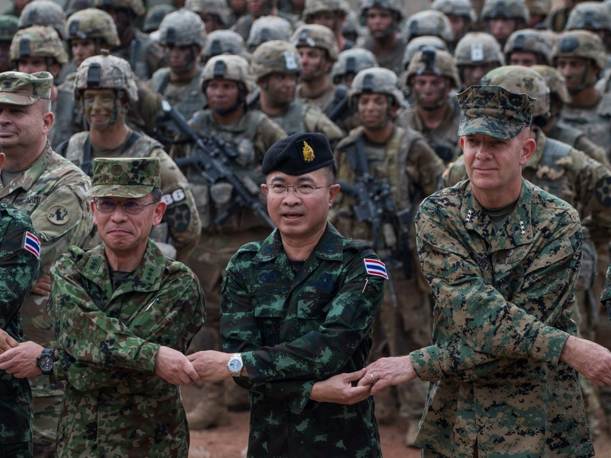 US Marine Lt. General David Berger (R) and Chief of the Royal Thai armed forces General Surapong Suwana-Adth (C) pose for a photograph at the end of a live fire military display in Nakhon Ratchasima in northeastern Thailand on February 24, 2017, the last day of the 10-day multi-national Cobra Gold military exercise. Photo: AFP/ Roberto Schmidt
