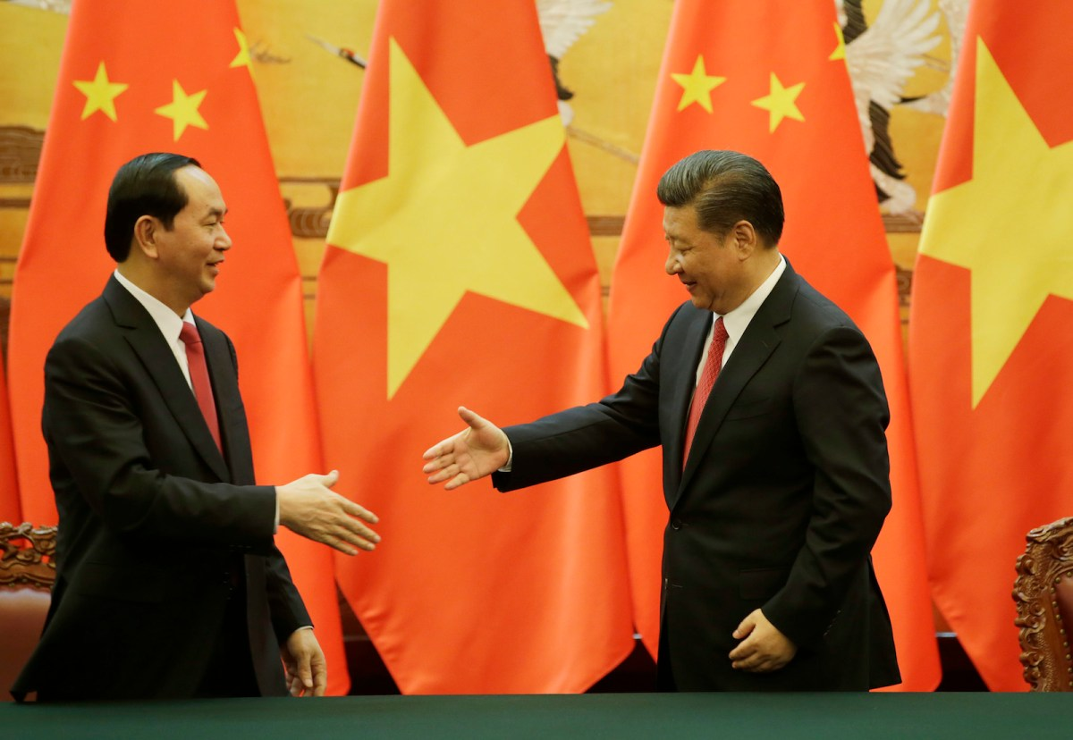 Vietnamese President Tran Dai Quang (left) shakes hands with Chinese President Xi Jinping during a signing ceremony at the Great Hall of the People in Beijing on May 11, 2017. Photo: AFP / Pool / Jason Lee