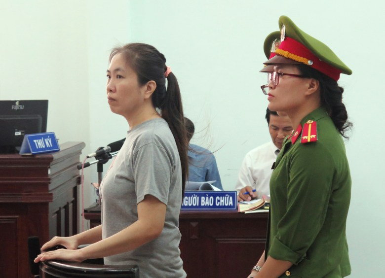 """Vietnamese blogger Nguyen Ngoc Nhu Quynh (L), also known as """"Mother Mushroom"""", stands trial at a courthouse in the central city of Nha Trang on June 29, 2017.A prominent Vietnamese blogger known as """"Mother Mushroom"""" went on trial on June 29 for anti-state propaganda, a court clerk said, as rights groups decried the charges as """"outrageous"""" and demanded her immediate release. / AFP PHOTO / Vietnam News Agency / STR"""