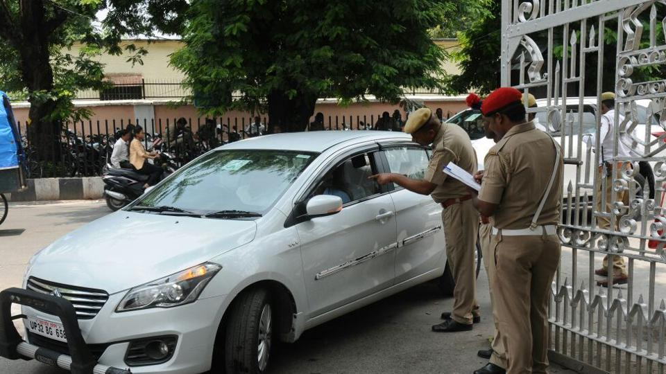 Uttar Pradesh police conduct a security check at the Vidhan Bhavan in Lucknow after explosives were found on the premises on July 12. Photo: Hindustan Times