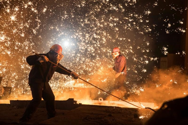 Workers at Shandong Iron & Steel Group in Jinan, China. Photo: Reuters/Stringer