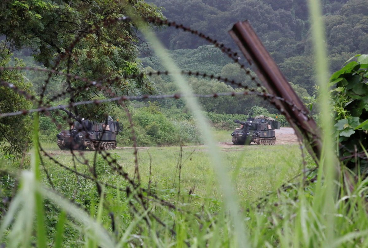 US Army self-propelled howitzers take part in a military exercise near the DMZ in Paju, South Korea, on August 10, 2017. Photo: Reuters/Kim Hong-Ji