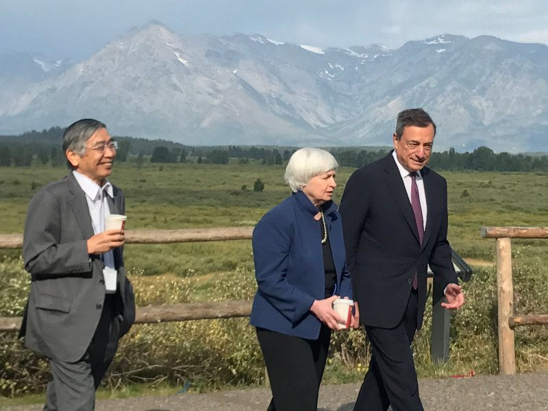 Bank of Japan Governor Haruhiko Kuroda, Fed Chair Janet Yellen and ECB President Mario Draghi walk  during the annual central bank research conference in Jackson Hole, Wyoming. Photo: Reuters/Jade Barker