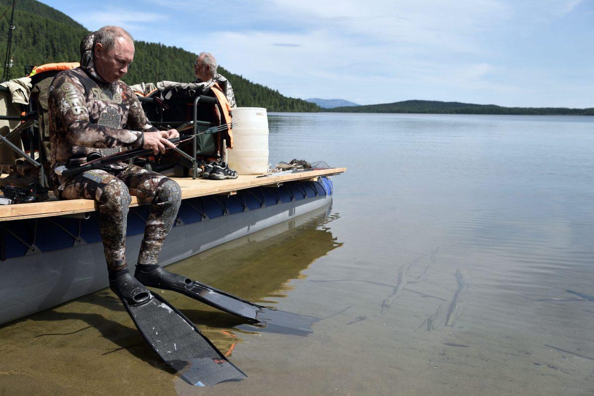 Russian President Vladimir Putin hunts fish underwater in southern Siberia, August 2017. Photo: AFP / SPUTNIK / Alexey Nikolsky