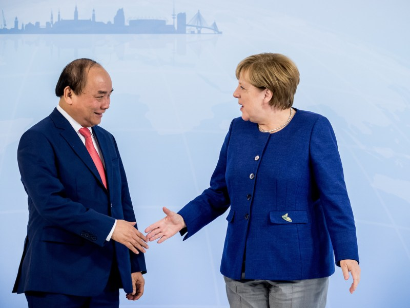 German Chancellor Angela Merkel greets Vietnamese Prime Minister Nguyen Xuan Phuc ahead of the G20 Summit in the Hotel Atlantic in Hamburg, Germany, 06 July 2017. Photo: Michael Kappeler/dpa via AFP