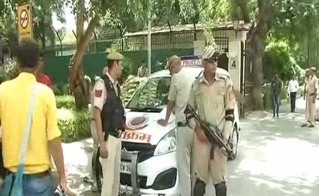 The bomb squad at Delhi High Court after a hoax bomb threat on Thursday. Photo: NDTV