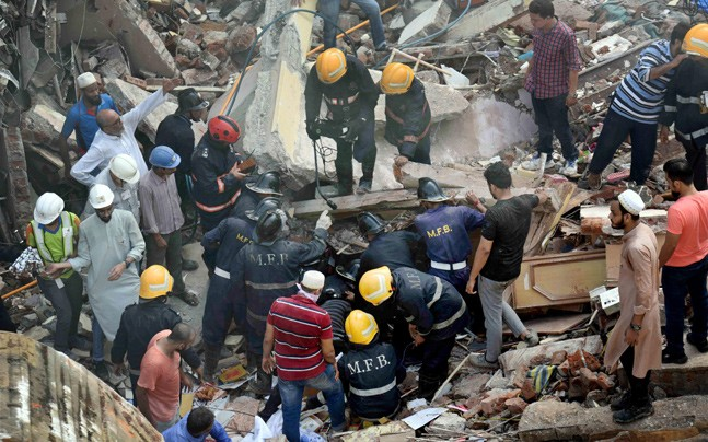 Rescuers search for trapped people after an apartment building collapsed in south Mumbai. Photo: indiatoday