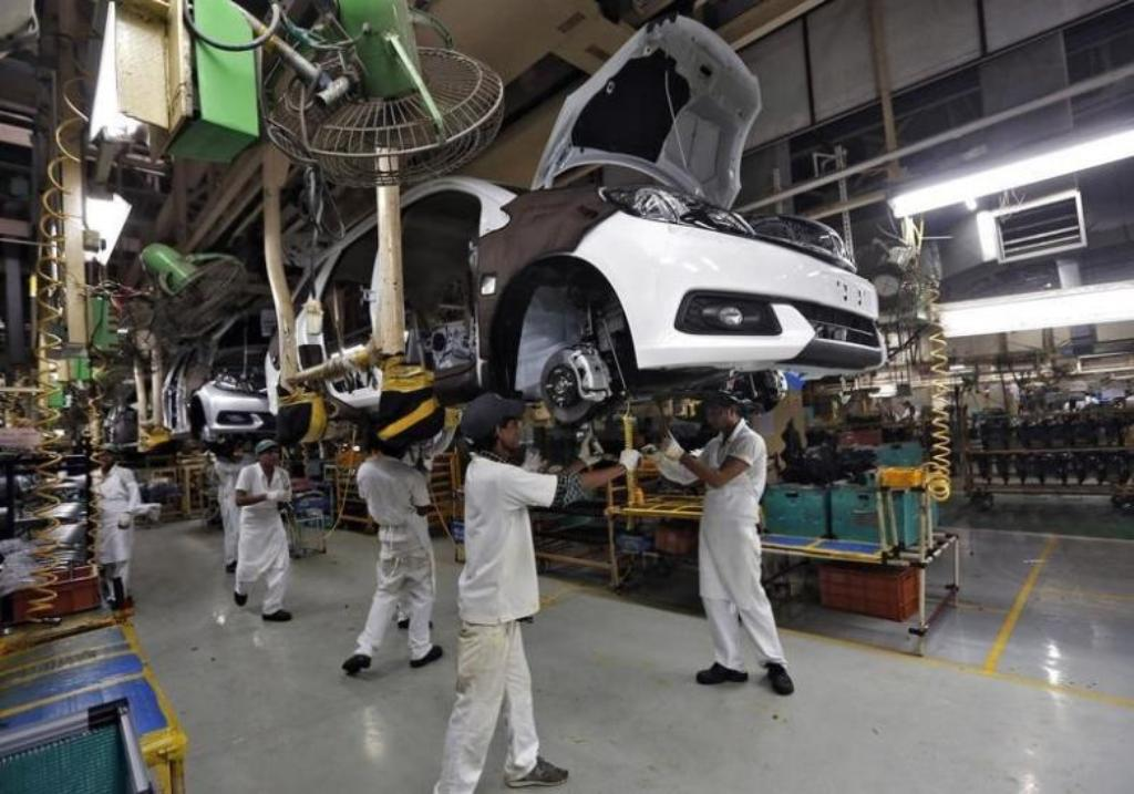 Employees work on a Honda Mobilio car at a Honda plant in Greater Noida on the outskirts of New Delhi. Photo: Reuters