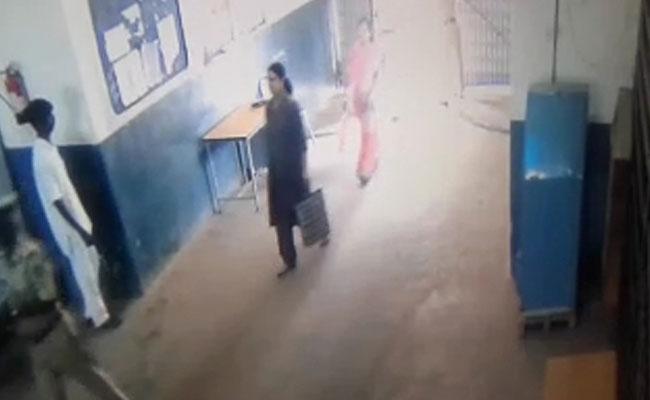 CCTV footage shows VK Sasikala entering Bangalore's Parappana Agrahara jail. Videograb: NDTV